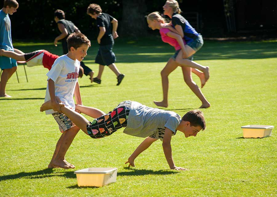 juniors-activities-wheel-barrow-racing