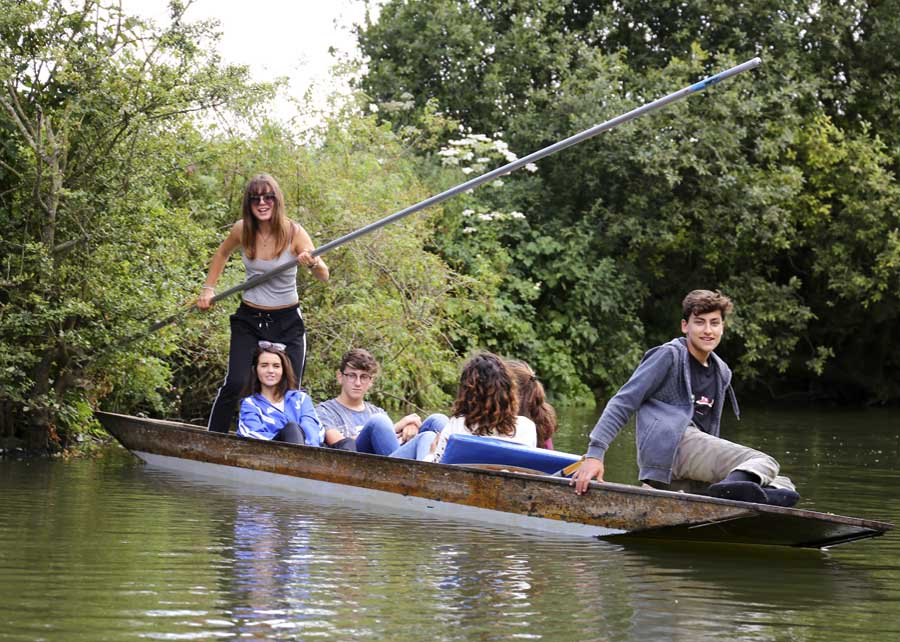 teenagers-punting-posed-group